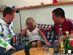 пияни, милф, реалити, свирки, възрастни, трио, бабички