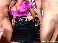 голям бюст, кур, свирки, групов секс, жена гол мъж