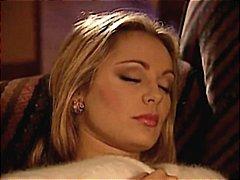 Мъж Съблича Жена Докато Спи