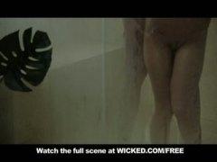 Aubrey Addams, pornotähti, ruiskinta, takapuoli, suihku, luonnolliset rinnat, laiha, blondi, beibi, koulu
