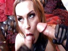 Таня Тейт, групов секс, кур, на лицето