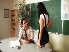молоденькие, учительницы