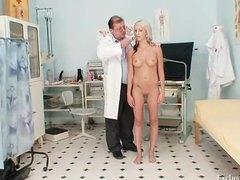 гинеколог, аматьори, вагина, сливи, блондинки, доктор