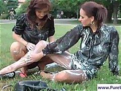 милф, момичета, брюнетки, лесбийки, мокри, сред природата