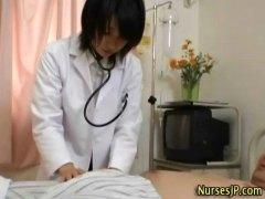 доктор, медицински сестри, японки, дълбоко в гърлото