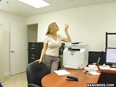 голям бюст, близане, свирки, празнене, секретарки, шеф