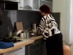 кухня, дебели, едри жени, бабички, възрастни