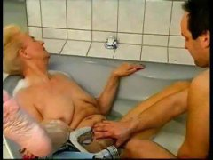 saksalainen, sormeilu, isoäiti, suihinotto, blondi, siemensyöksy, kolmistaan, kypsä