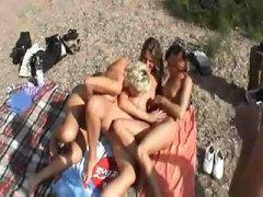 голям бюст, милф, съпруги, плаж, лесбийки, забавни