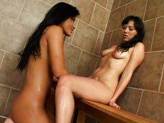 Кристина Агучи, азиатки, душ, лесбийки