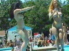 nahota na veřejnosti, amatérská videa, exhibicionisti, tancování