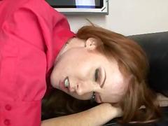 Ники Роудс, червенокоси, на лицето