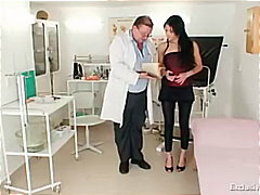 доктор, латинки, голяма дупка, гинеколог, милф, лелки