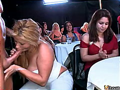 масов секс, блондинки, жена гол мъж, свирки