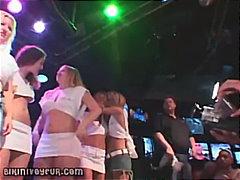 starší ženy, tancování, opilý, velký prsa, nahota na veřejnosti, párty, voyeuři, boubelky