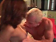 pe canapea, staruri porno, brunete, pizde, sperma aruncata pe fata, sperma aruncata, piercing, asiatice
