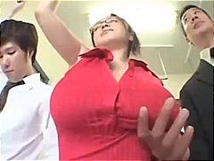 prsa, asiatky, velký prsa, reality show, nahota na veřejnosti