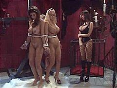 lesbičky, latex, otroci, bondáž, bdsm