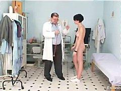 доктор, широко отворени путки, големи цици, извратени