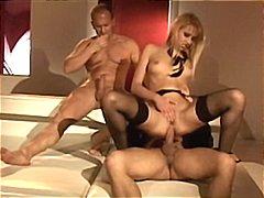 Джули Силвър, анално, блондинки, масов секс