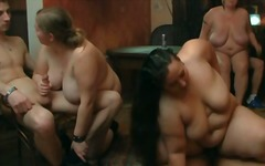 suuret naiset, tissit, isot rinnat