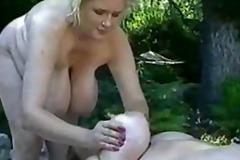 публично, едри жени, цици, масаж