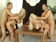 групов секс, бръснати, големи цици, свирки, блондинки
