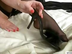 мастурбация, пръсти, високи токчета, чорапи, бельо