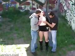 trojka, mladý holky, nahota na veřejnosti, holky
