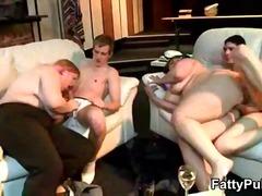 яко ебане, брюнетки, групов секс, едри жени, аматьори