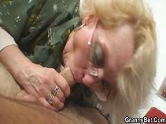 Бабички Гълтат