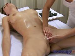 яки мацки, масаж, блондинки