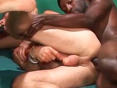 fetish, femeia patrunde barbatul, penis artificial, laba, trio, sex fara preludiu, analsex, bisexuali