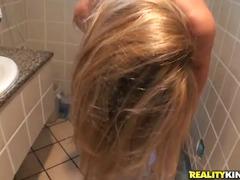 blonde, fermiera, paroase, la munca, nud, singure, facut laba, in afara casei, la petreceri, laba