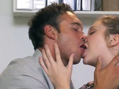 fantezii, staruri porno, saruturi, sex fara preludiu, tineri, erotic, ciorapi, nud, dezbracati