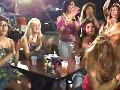 жена гол мъж, реалити, парти, облечени, танц, свирки