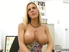 orta yaşlı seksi kadın, büyük göğüsler, sarışın, memeler, canavar yarak, çalışma, olgun