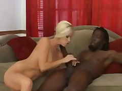 ženské stříkání, hardcore, blondýnky, různé rasy, polykání