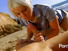 европейки, татуировка, плаж, сред природата, пръсти