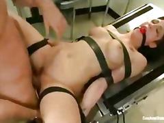 rintava, kova porno, kulli, ruskeaverikkö, sidottu, bdsm, fetissi, sitomisleikit, isot rinnat, tissit