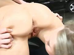 hard, geschoren, sex met z'n drieën, blond, piercing, tatoeage, brunette, spuiten, natuurlijke borsten