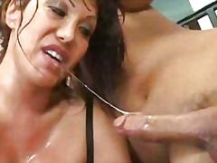 klitta, insättning, porrstjärna, bröst, oralsex, internt, rakad, ansiktsprut, saftig, slida