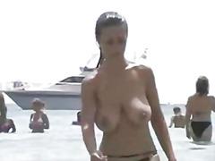 голи жени, големи цици, плаж, без горнище, испанки, воайор