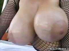 büyük göğüsler, memeler, açıkhava