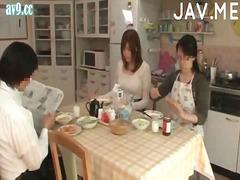 събличане, сливи, големи цици, японки, азиатки