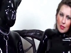 latex, deget in fund, bizarerii, sex bizar, lesbiene, in piele