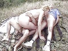 трио, блондинки, сред природата, масов секс