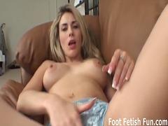 fetish picior, practica hamdori, dominatie feminina, dominare sexuala, fetish, ciorapi